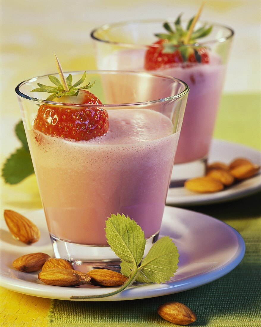 Strawberry and almond shake with honey
