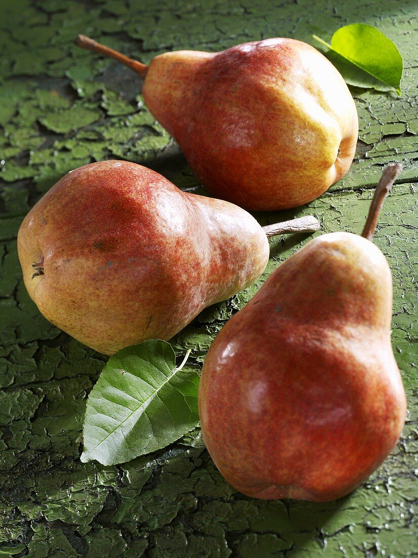 Three red Williams pears