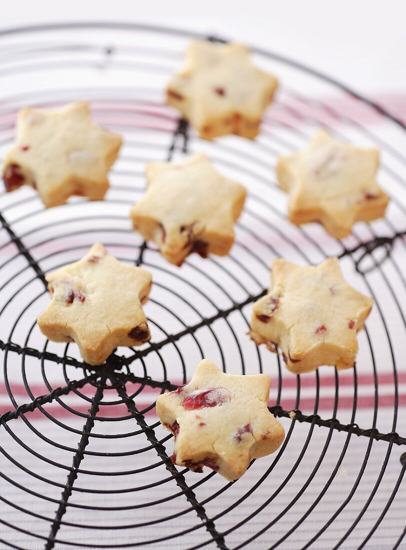 Star-shaped cranberry shortbread on cake rack