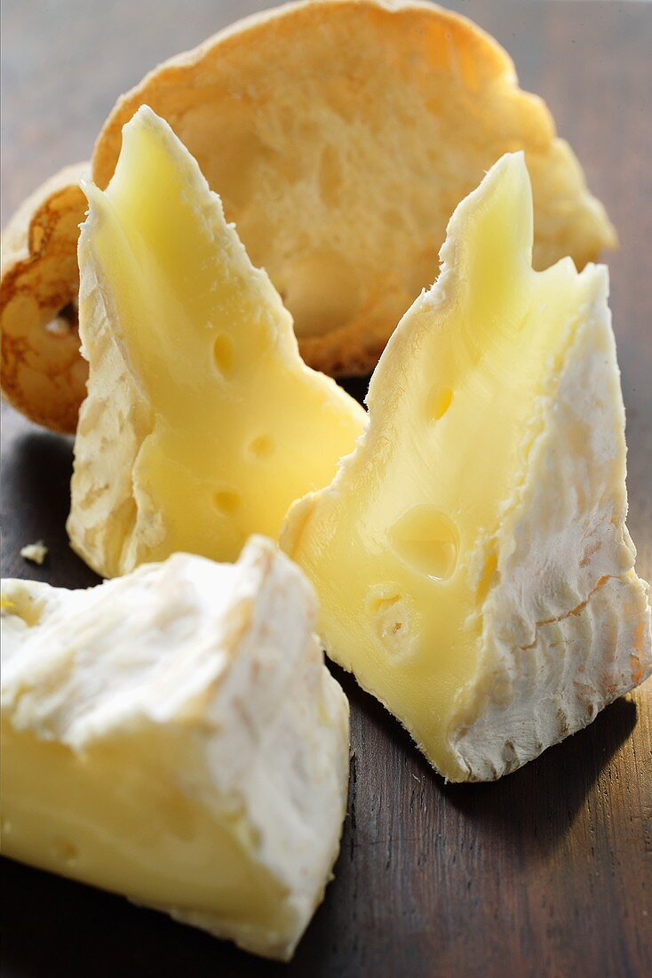 Camembert and toasted white bread