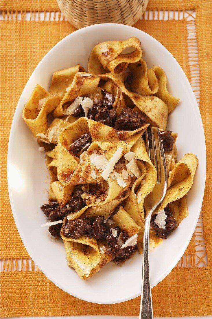 Pappardelle con ragú al Barolo (Pasta with meat sauce)