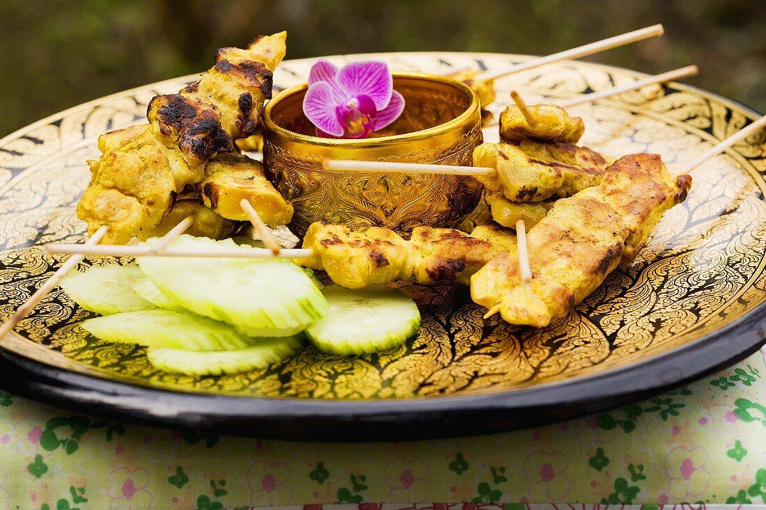 Saté with peanut sauce and cucumber salad (Thailand)