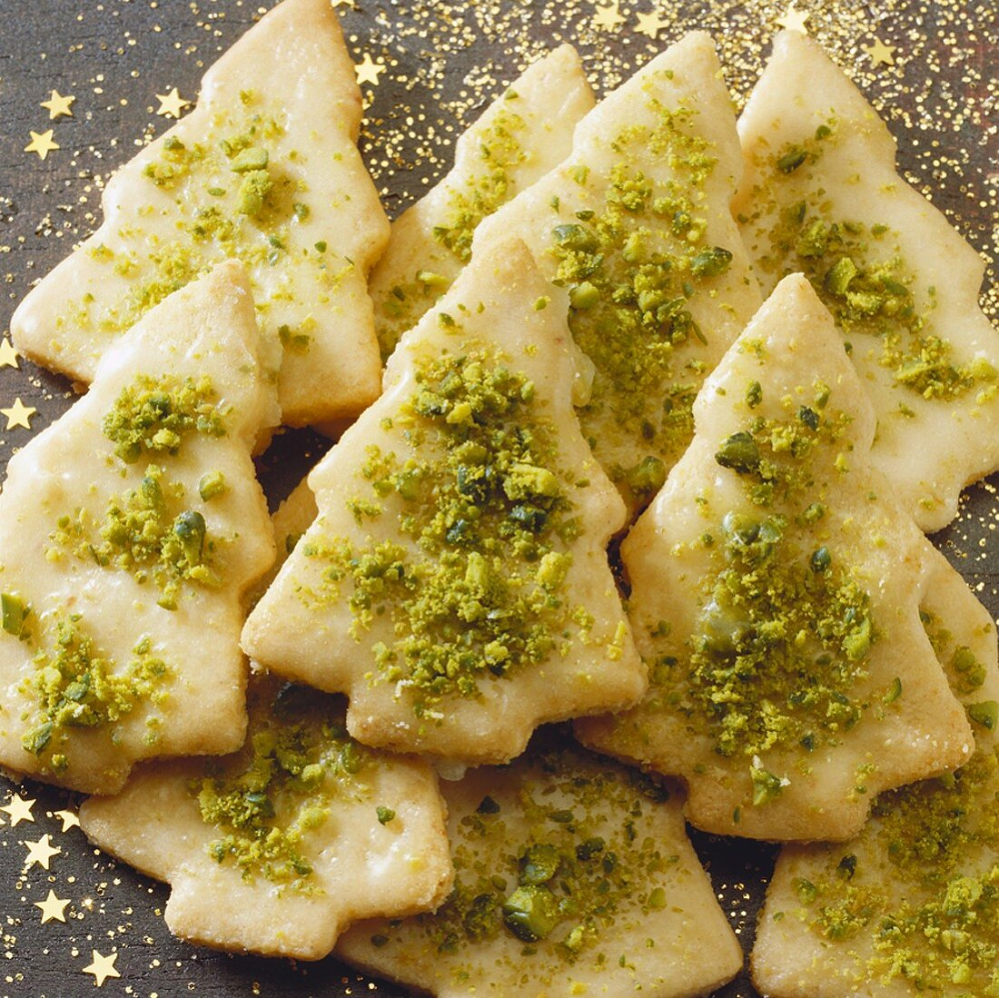 Christmas tree-shaped biscuits (sweet pastry)