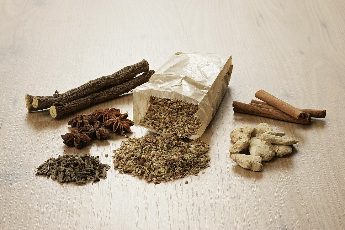 Tea ingredients (liquorice, ginger, anise, cinnamon, fennel, aniseed)