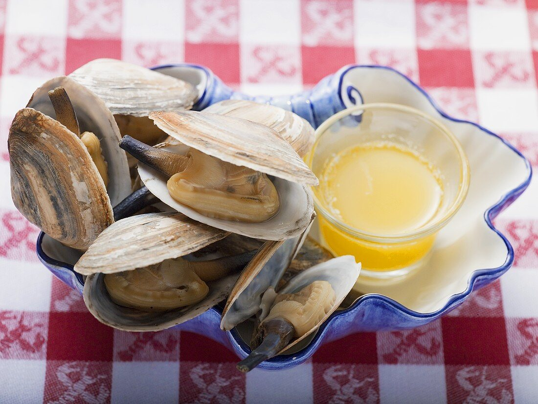 Steamed clams with butter sauce