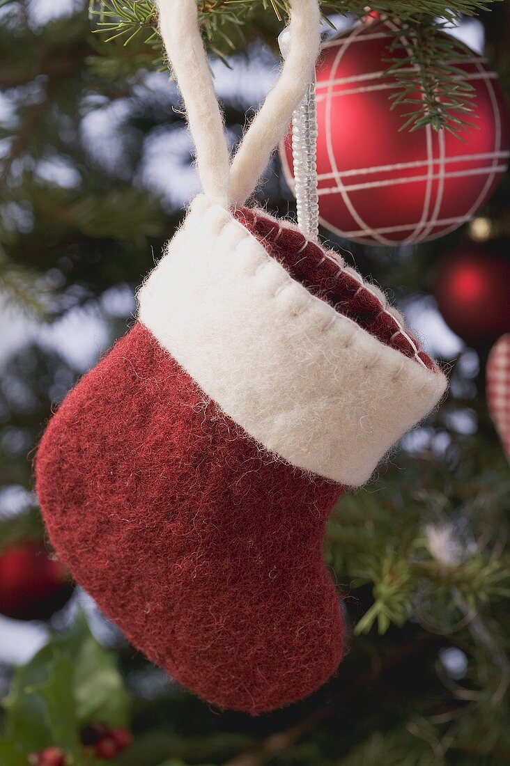 Christmas tree ornaments (Felt boot and bauble)