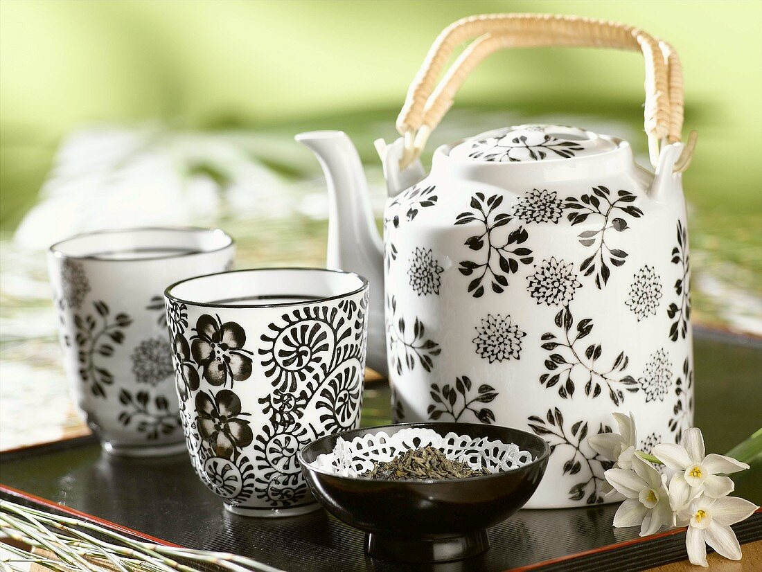 Black and white patterned teaset