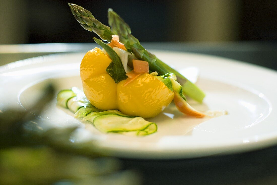 Yellow pepper stuffed with asparagus and vegetables
