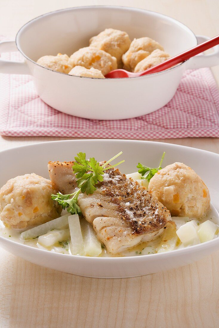 Coalfish fillet with creamy kohlrabi and semolina dumplings