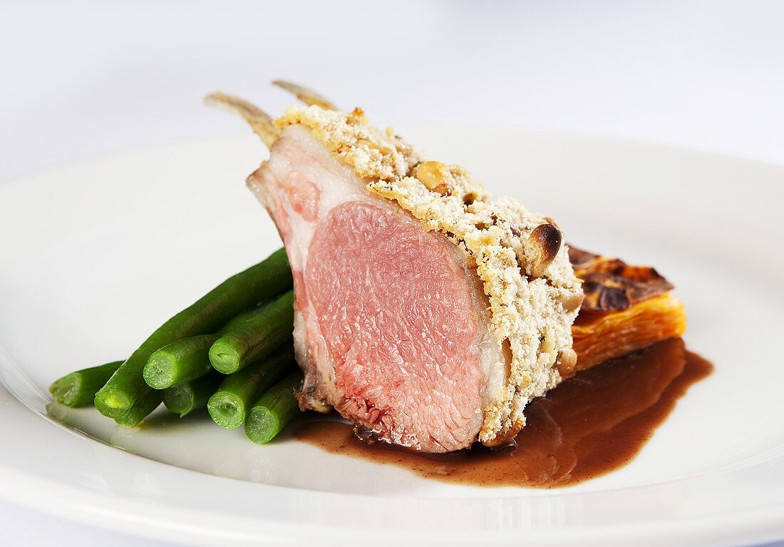 Lamb chop with a rosemary-salt crust and green beans
