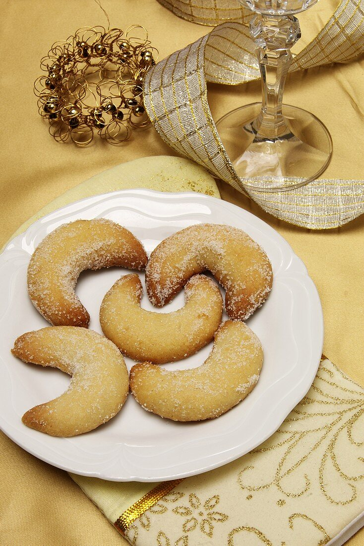 Vanilla crescents on a plate