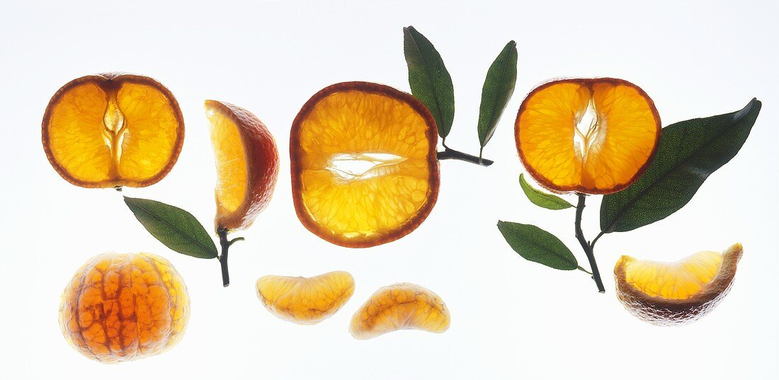 Mandarin oranges: slices, wedges and pieces