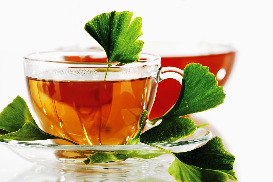 Ginkgo tea and ginkgo leaves