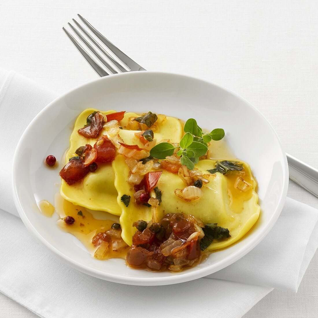 Ravioli with onion, tomato and pepper