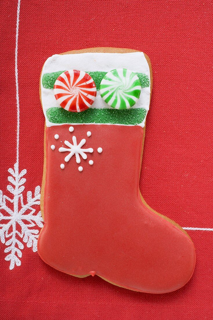 Boot-shaped biscuit decorated with peppermints