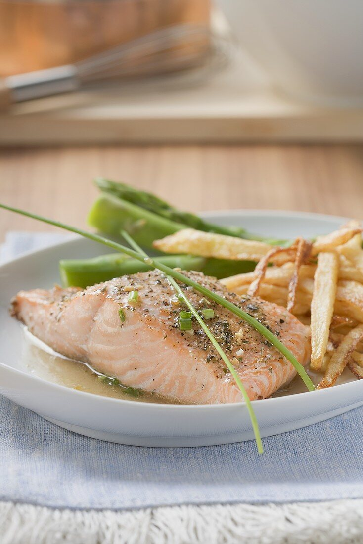Salmon fillet with chips and green asparagus