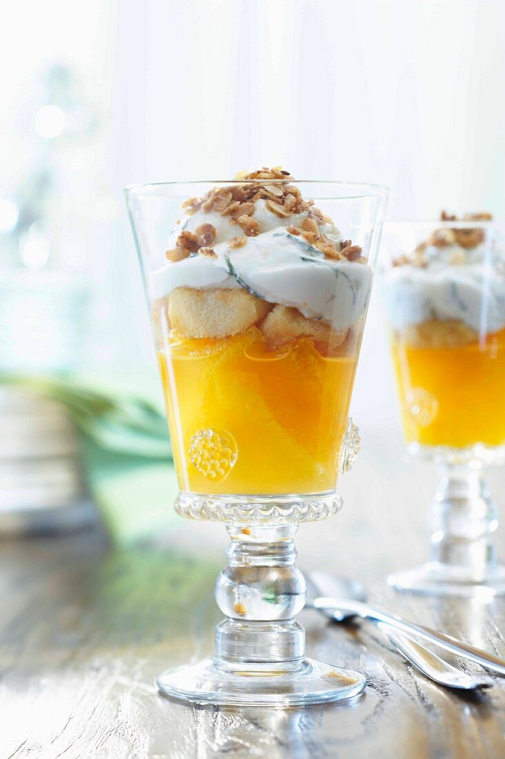 Orange-yoghurt trifle with muesli