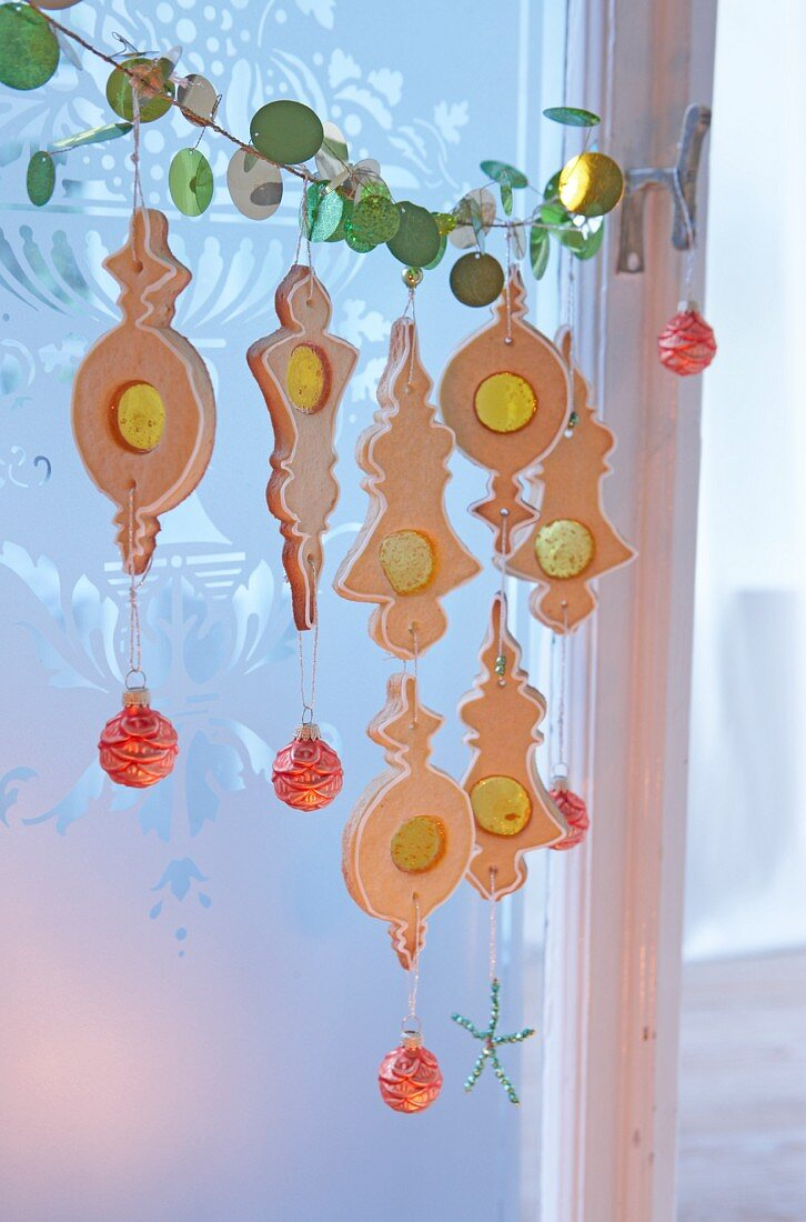 Christmas garland of biscuits