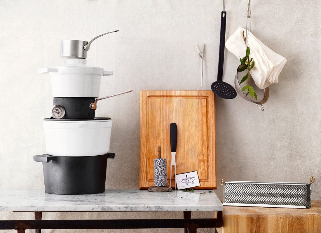 Kitchen utensils for cooking, braising and oven-roasting