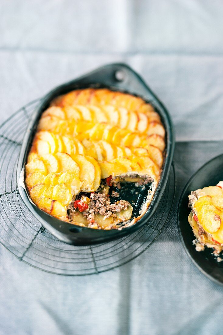 Schusterpfanne (German potato bake made here with minced meat, chilli and red wine)