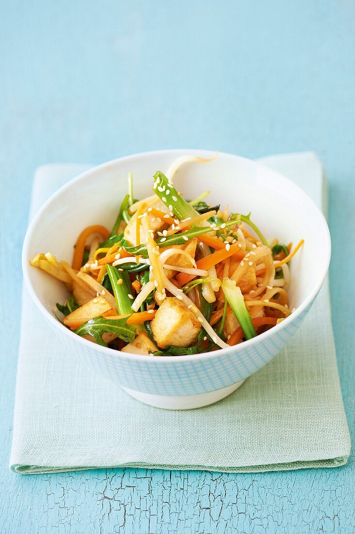 Stir-fry with tofu, Jerusalem artichokes and bean sprouts