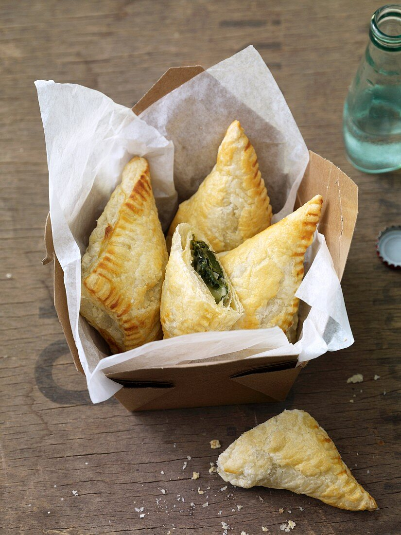 Puff pastry parcels filled with spinach and blue cheese