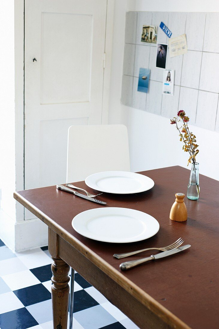 A minimally laid table in a student kitchen