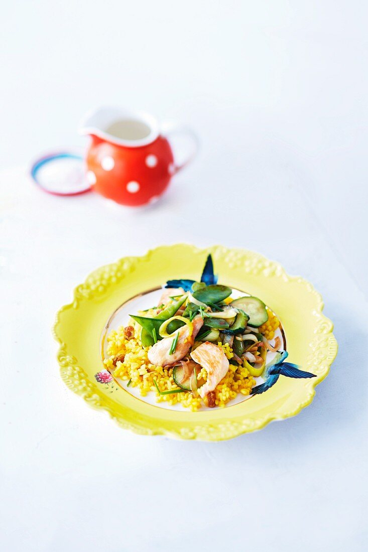 Chicken with raisin bulgur, courgette and leek