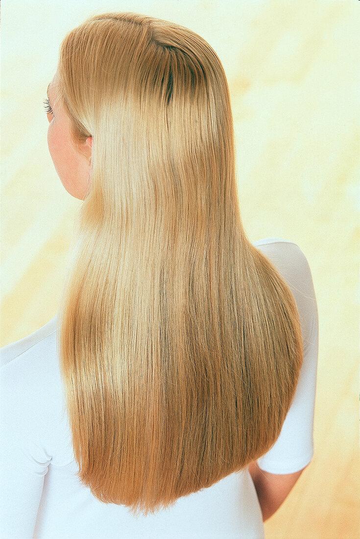 Haare hinten blonde von Langer pony