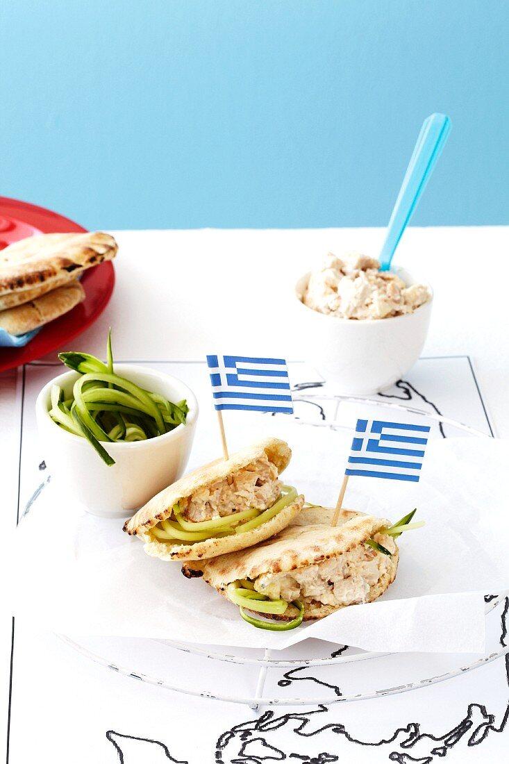 Mini pita bread filled with chicken (Greece)