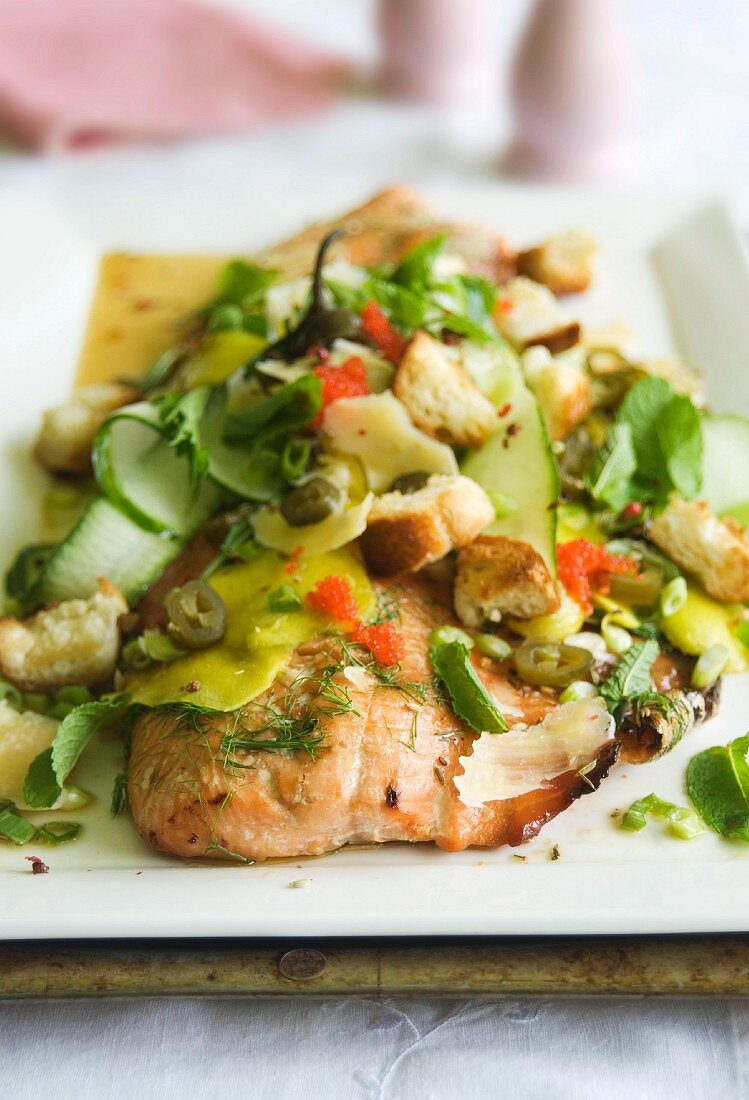 Salmon fillet baked in the oven, with maple syrup and mango salad