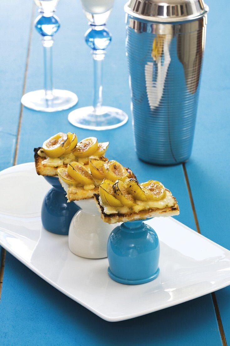 Fig crostini with Gorgonzola
