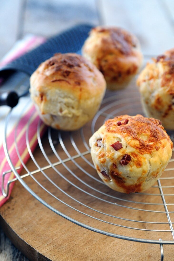 Pizza muffins with pancetta and scamorza