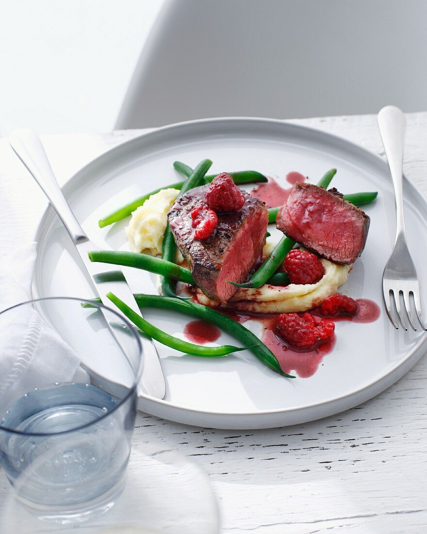 Plate of filet with green beans