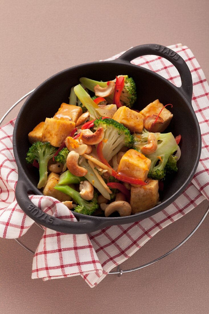 Broccoli with tofu and cashew nuts in a wok