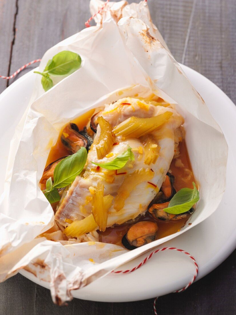A fish parcel with vegetables and mussels