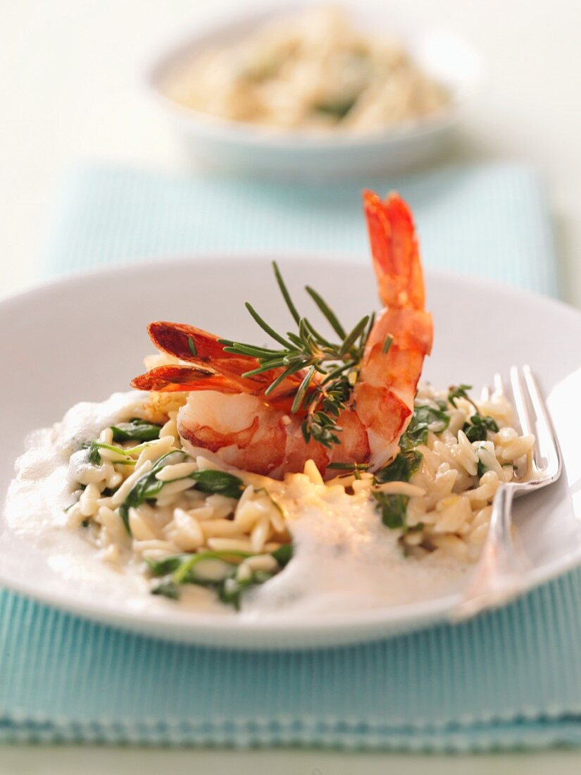 Noodle rice with vegetables and prawns