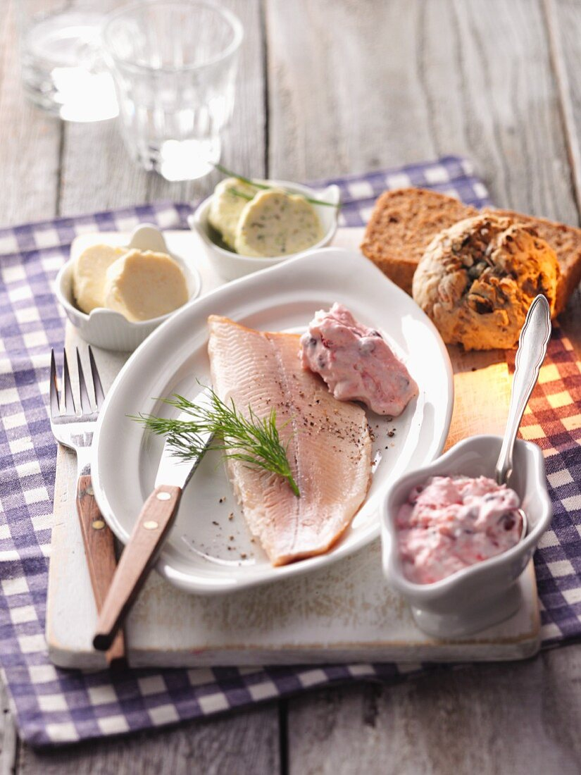 Smoked trout with a lingonberry and cream sauce and bread and butter