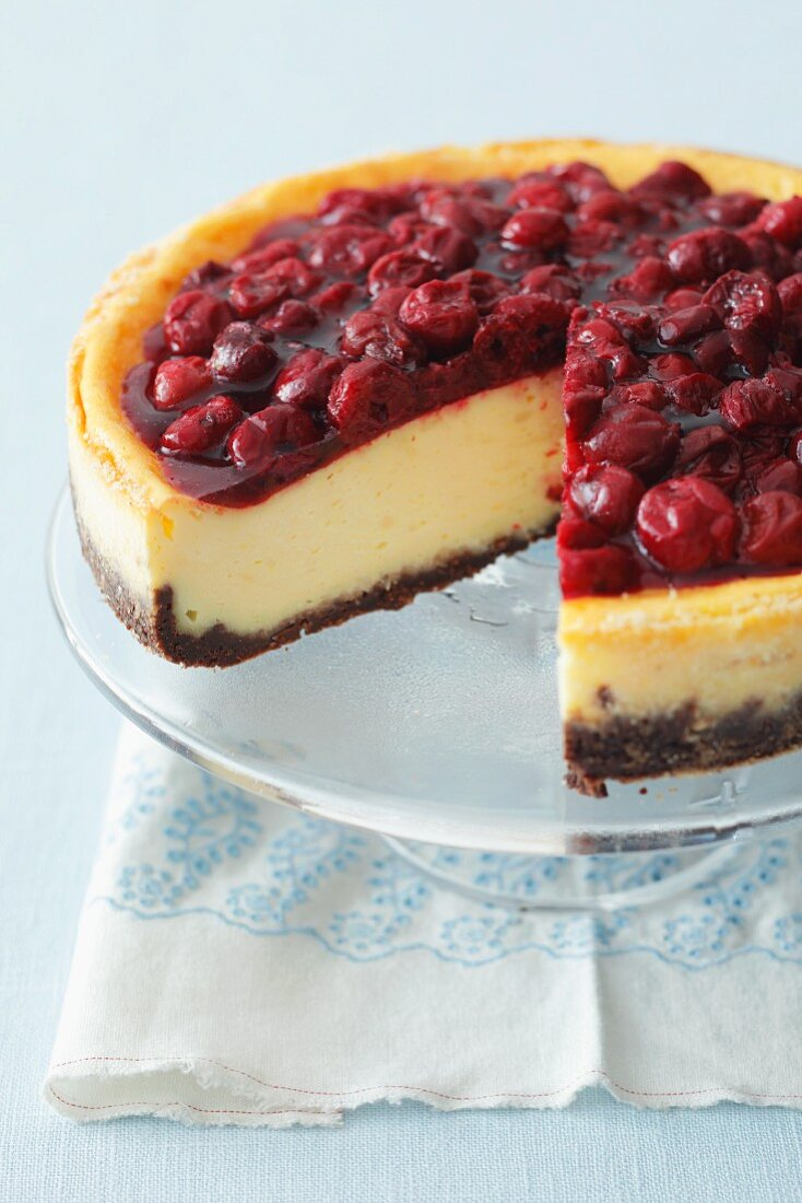 Cheesecake with sour cherry jelly