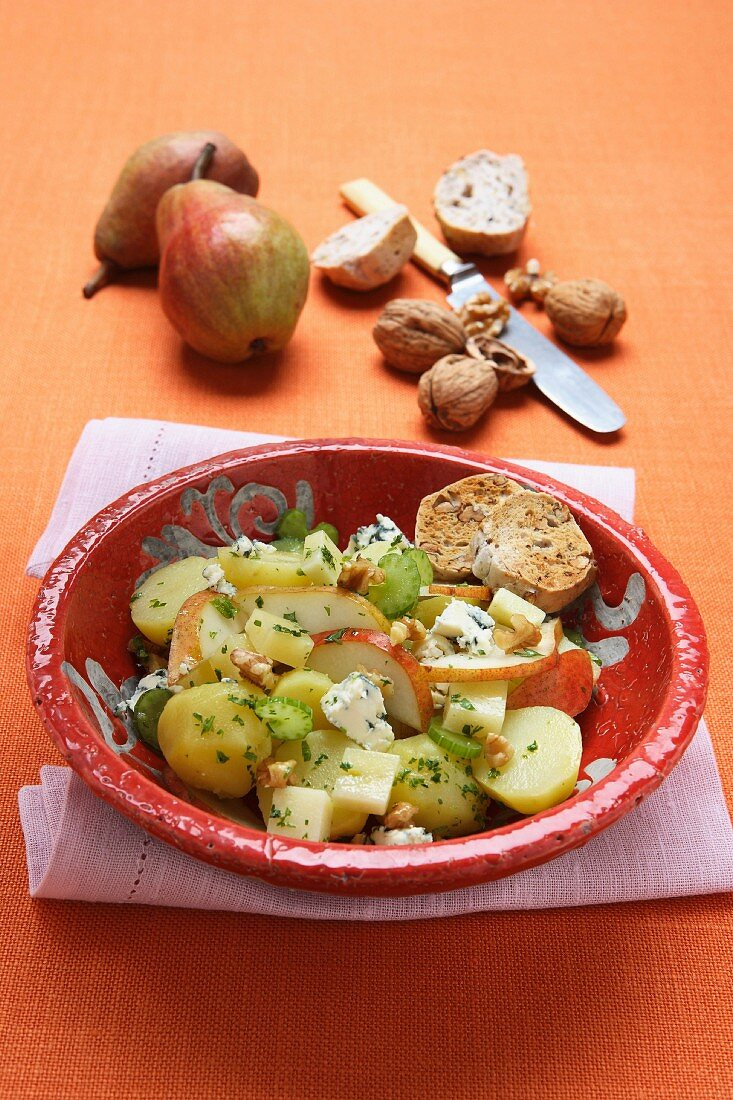 Winter salad with potatoes, pears and nuts