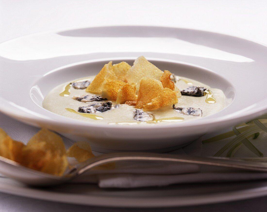 Vellutata di cardi (cream of teasel soup with crispy Jerusalem artichoke slices)