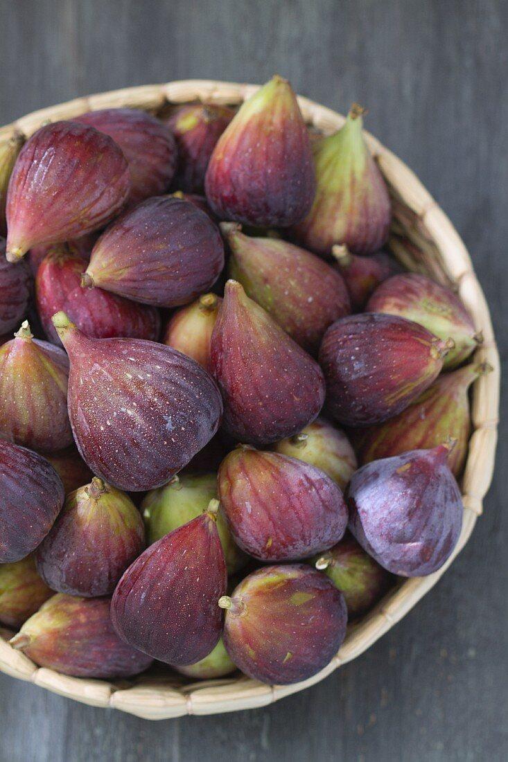 Fresh figs in a dish