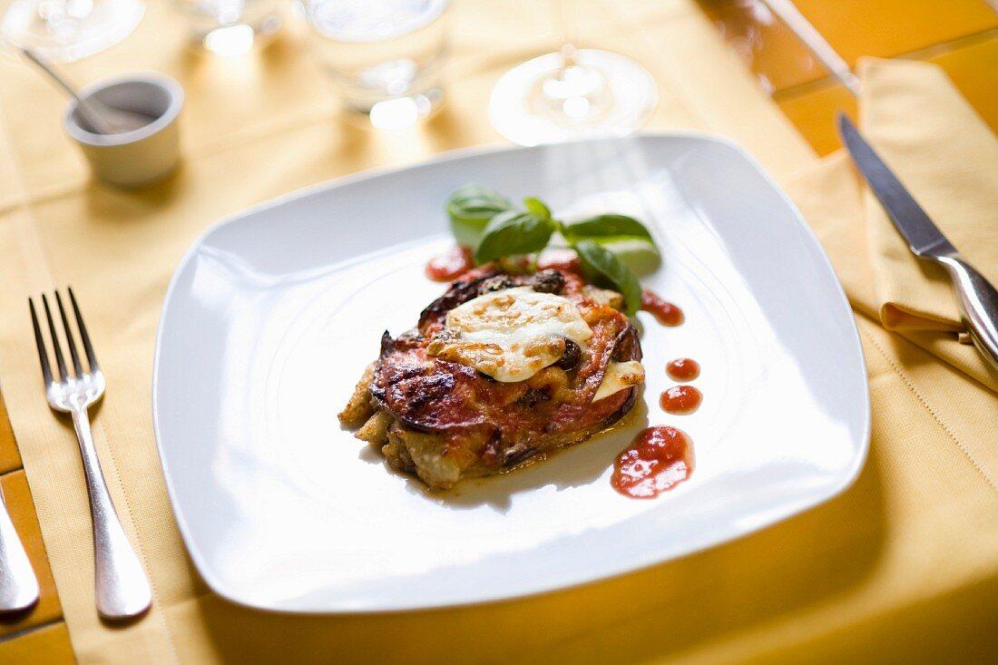 Parmigiana di melanzane (baked aubergine with mozzarella)
