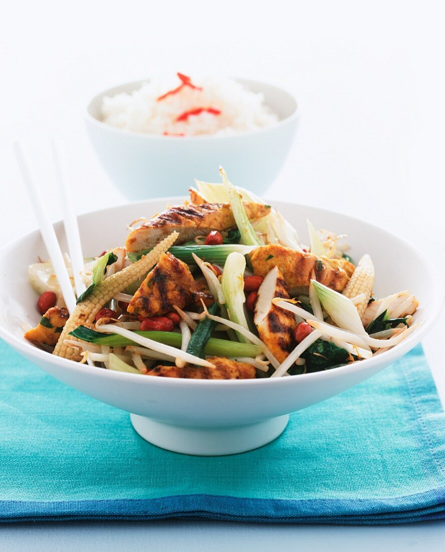 Chicken with spring onions and baby sweetcorn (China)