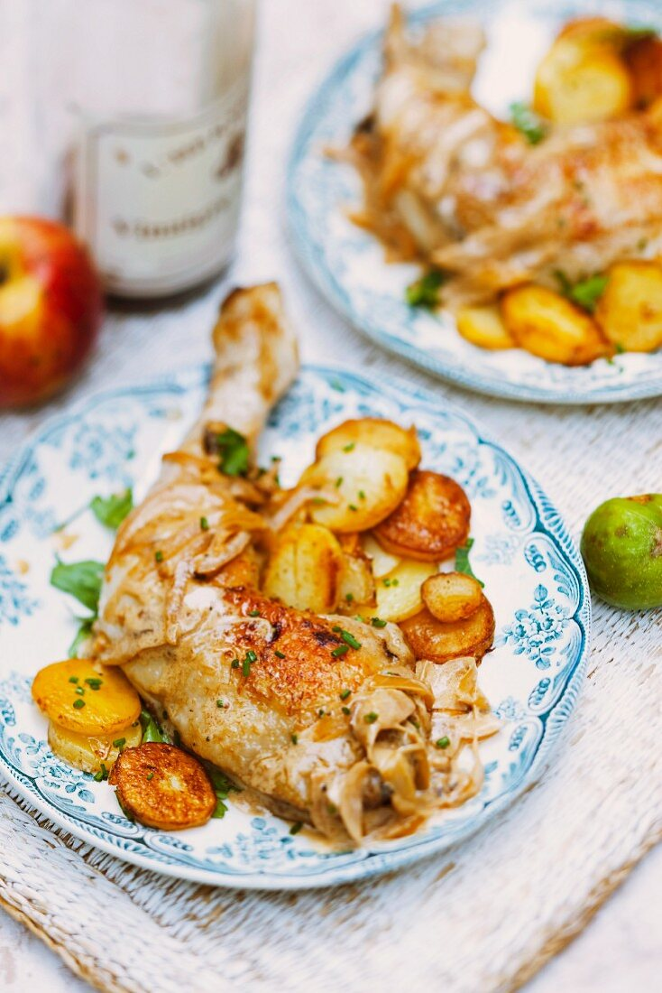 Chicken leg with sautéed potatoes