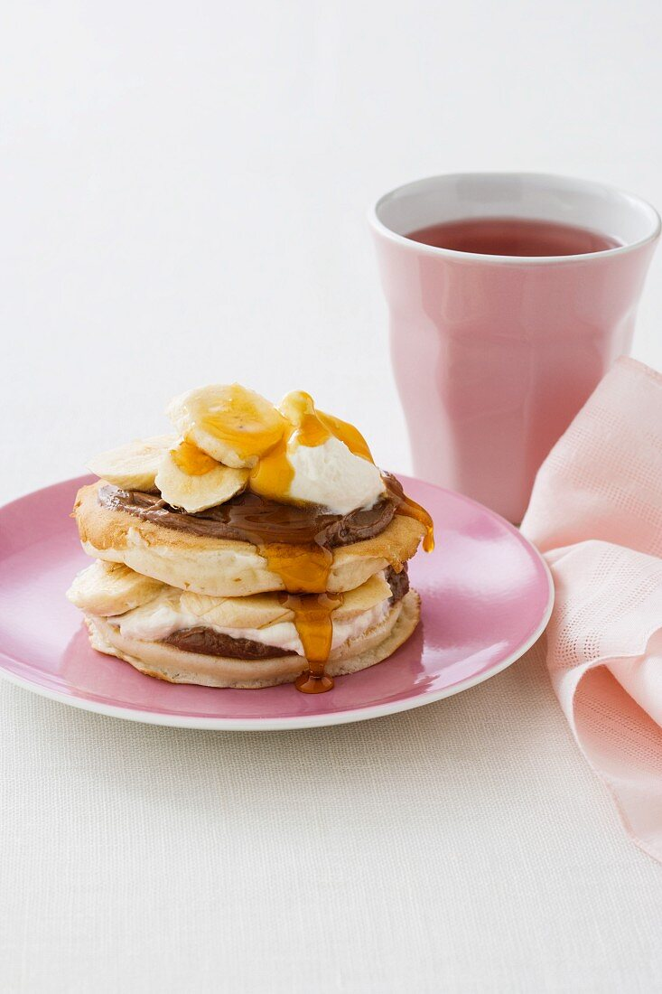 Pikelets with chocolate and hazelnut spread, bananas and ice cream