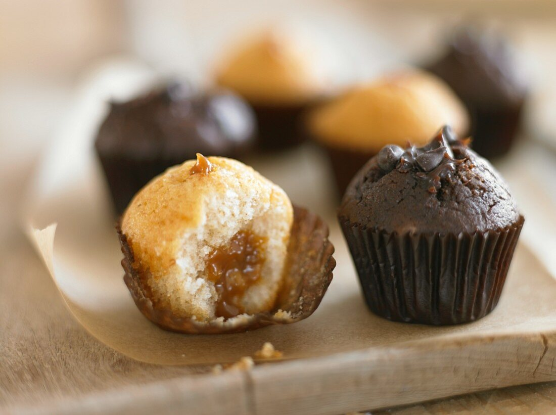 Assorted mini muffins (caramel and chocolate)
