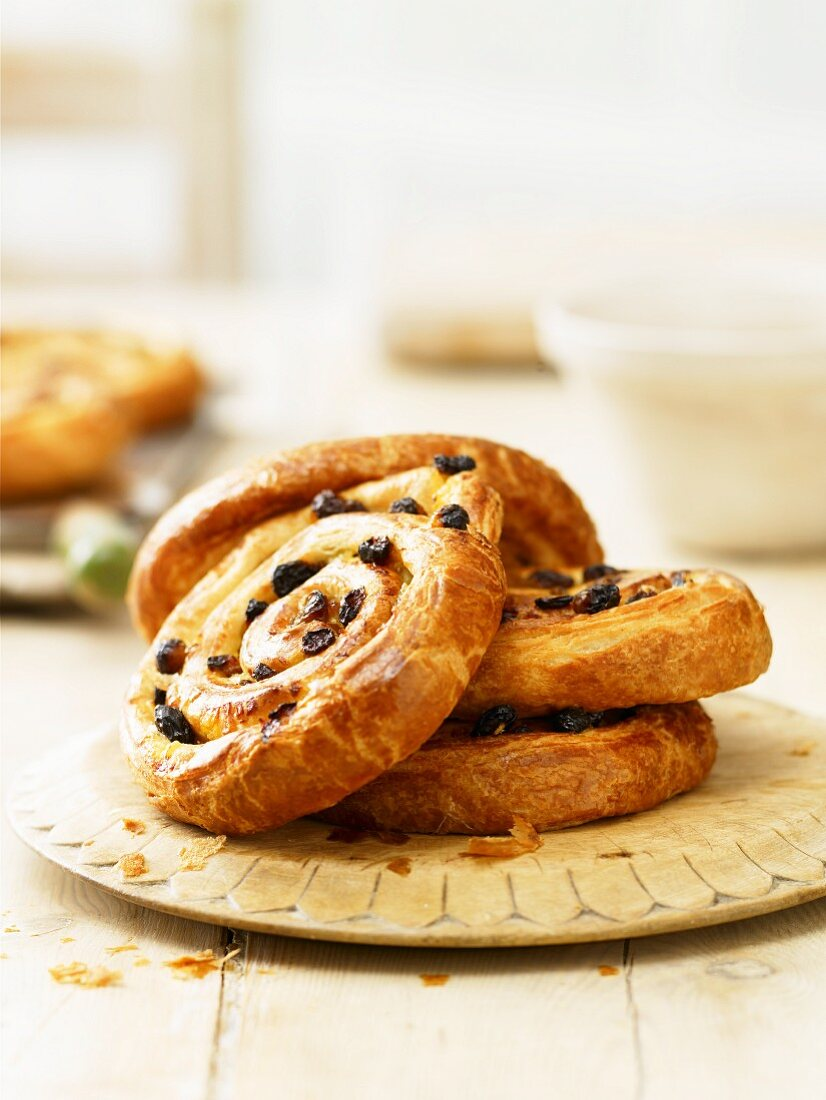 Raisin whirls on a wooden plate
