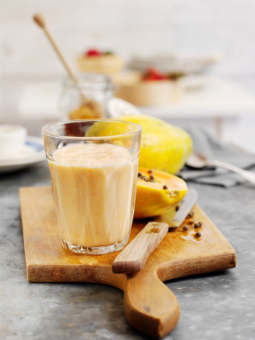 Papaya and peach smoothie with clementines