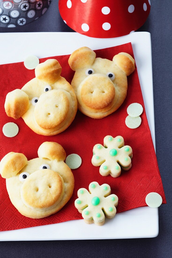 Sweet quark rolls shaped like pigs for New Year's Eve